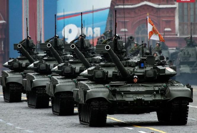 Xe tăng T-90 của Nga, một mặt hàng xuất khẩu chủ lực.