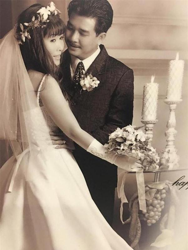 Hôn nhân giản dị nhưng bền chặt của NSND Hồng Vân và chồng tài tử kém 3 tuổi - Ảnh 2.
