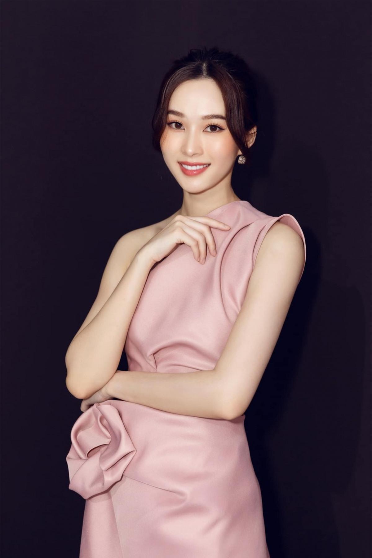 Ở tuổi 30, Hoa hậu Đặng Thu Thảo vẫn sở hữu nhan sắc cực kỳ rạng rỡ, xinh đẹp khiến nhiều người ngưỡng mộ.