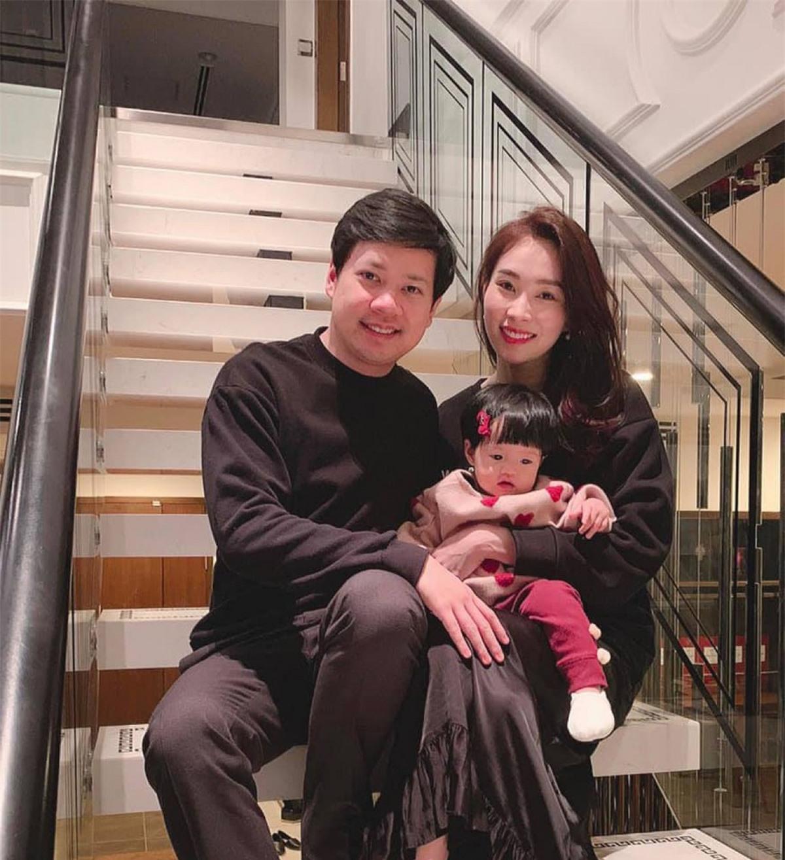 Đặng Thu Thảo được nhiều người ngưỡng mộ vì cuộc hôn nhân hạnh phúc bên ông xã Trung Tín. Cặp đôi chào đón cô con gái đầu lòng Sophie vào năm 2018.