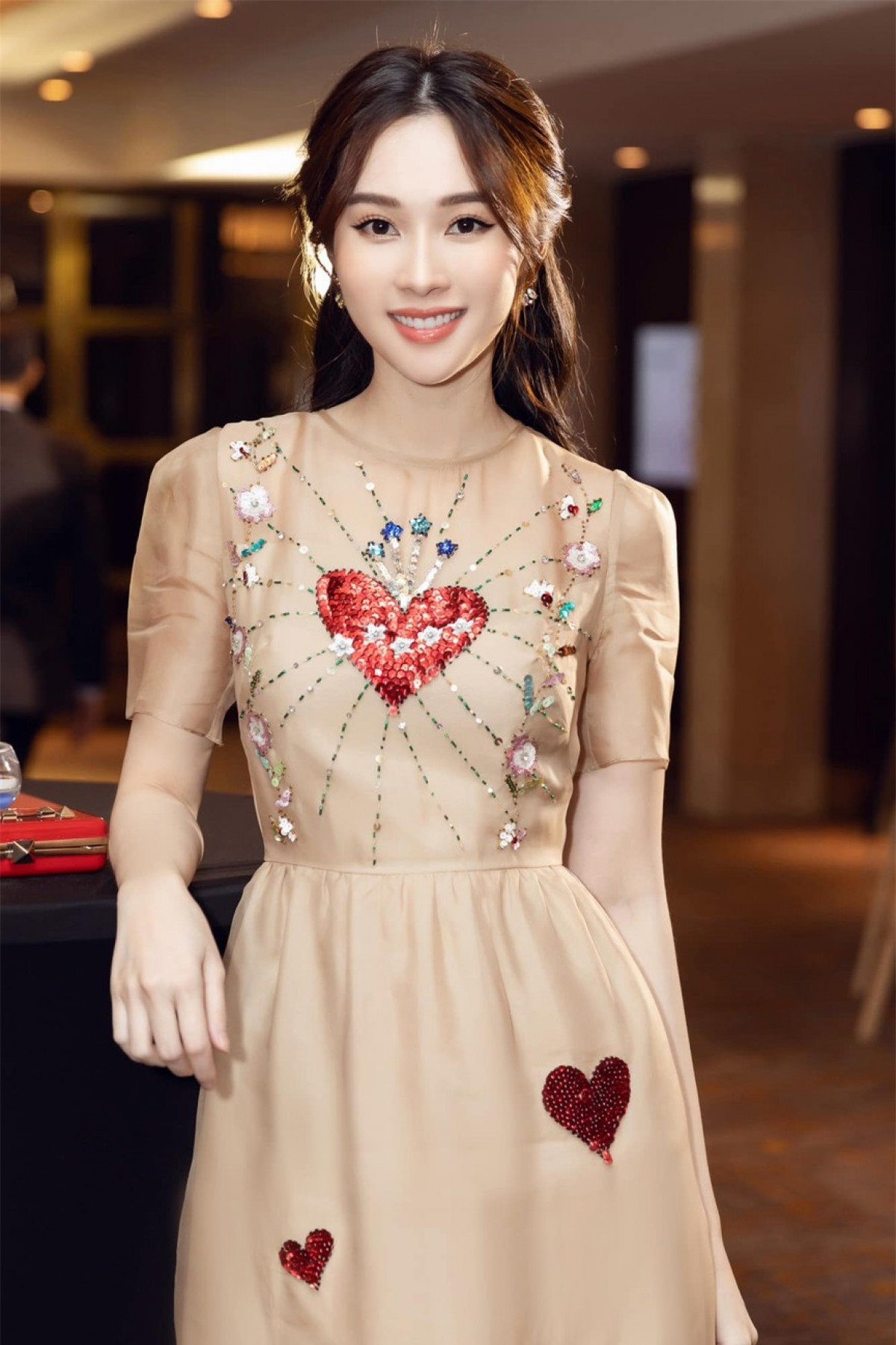 Đặng Thu Thảo sinh năm 1991, là người đẹp Tây Nam Bộ đầu tiên đăng quang ngôi vị danh giá Hoa hậu Việt Nam 2012.