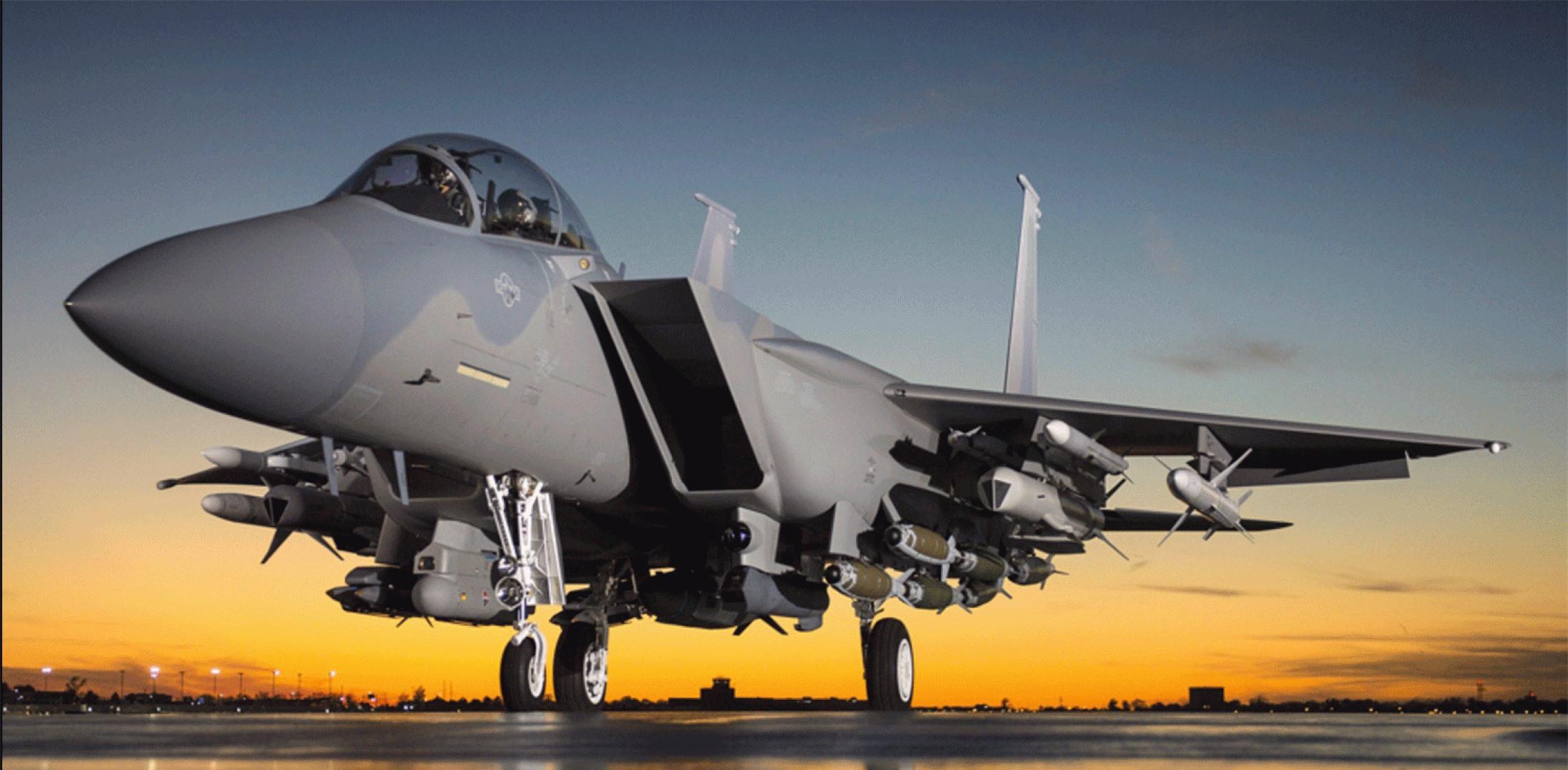 Tiem kich F-15E cua My manh ngang may bay nem bom chien luoc Trung Quoc