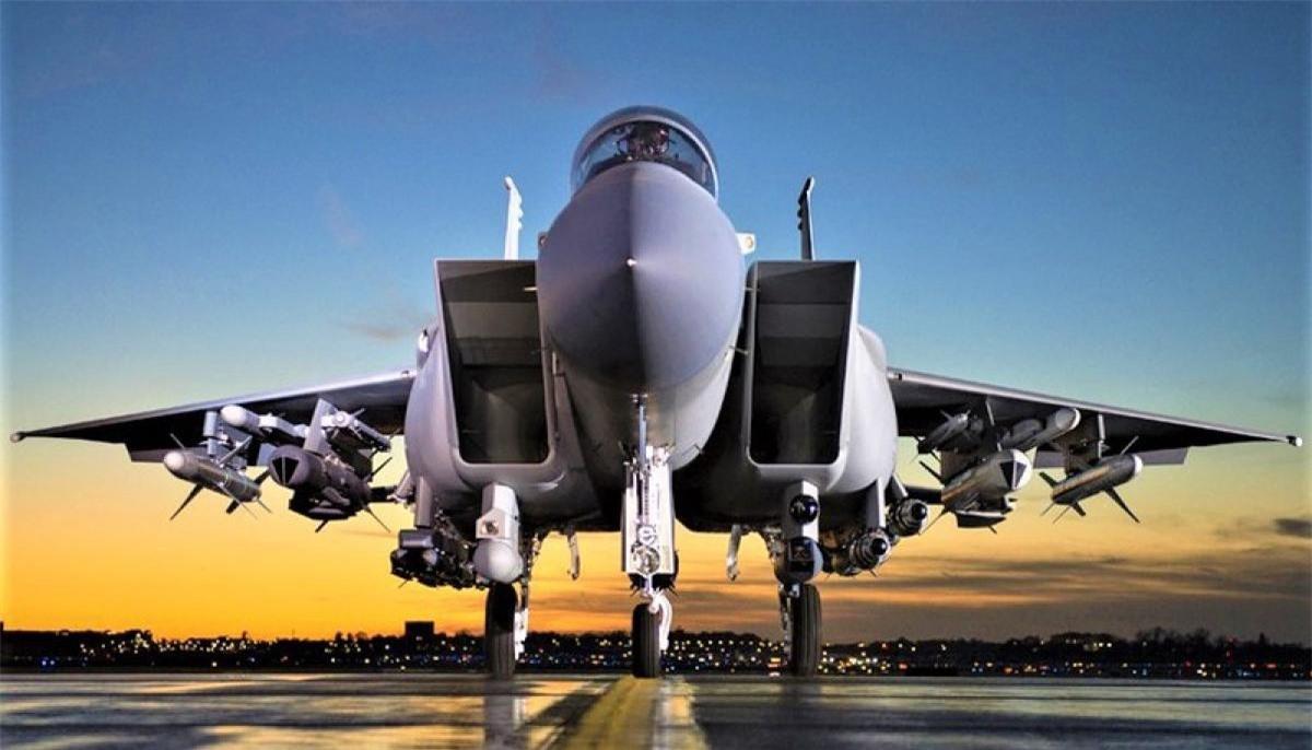 Tiem kich F-15E cua My manh ngang may bay nem bom chien luoc Trung Quoc-Hinh-12