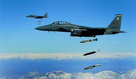 Tiem kich F-15E cua My manh ngang may bay nem bom chien luoc Trung Quoc-Hinh-20