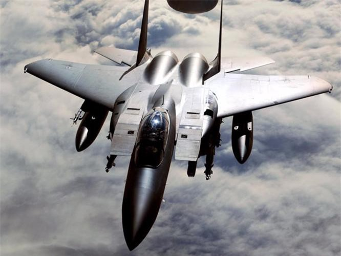 Tiem kich F-15E cua My manh ngang may bay nem bom chien luoc Trung Quoc-Hinh-9