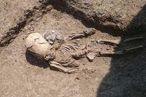 Phát hiện bộ xương bé trai 'ngoài hành tinh' tại Crimea, Nga