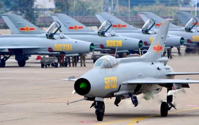 Chengdu J-7 được phát triển trên nguyên mẫu MiG-21.