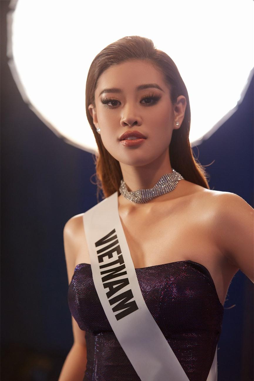 Khánh Vân 'chơi trội' với 5 lay-out nổi bật, quyết tâm 'gây bão' tại Miss Universe 2021  - ảnh 12