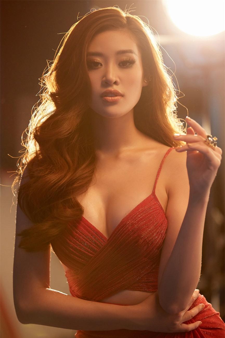 Khánh Vân 'chơi trội' với 5 lay-out nổi bật, quyết tâm 'gây bão' tại Miss Universe 2021  - ảnh 3