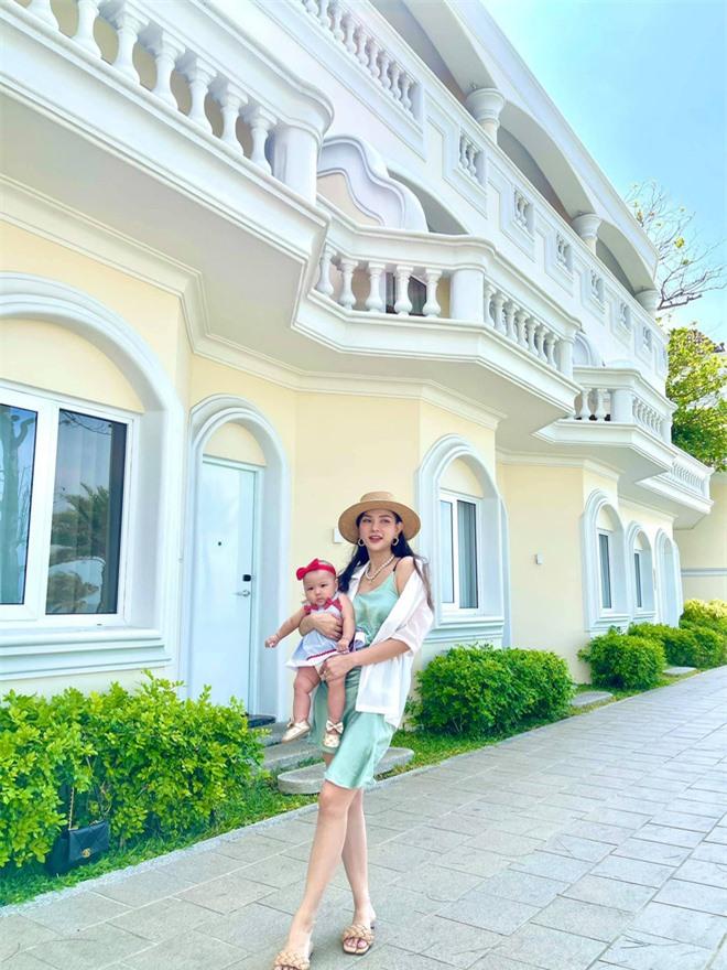 Thu Thủy diện bikini khoe vóc dáng nóng bỏng sau 6 tháng sinh con - Ảnh 5.