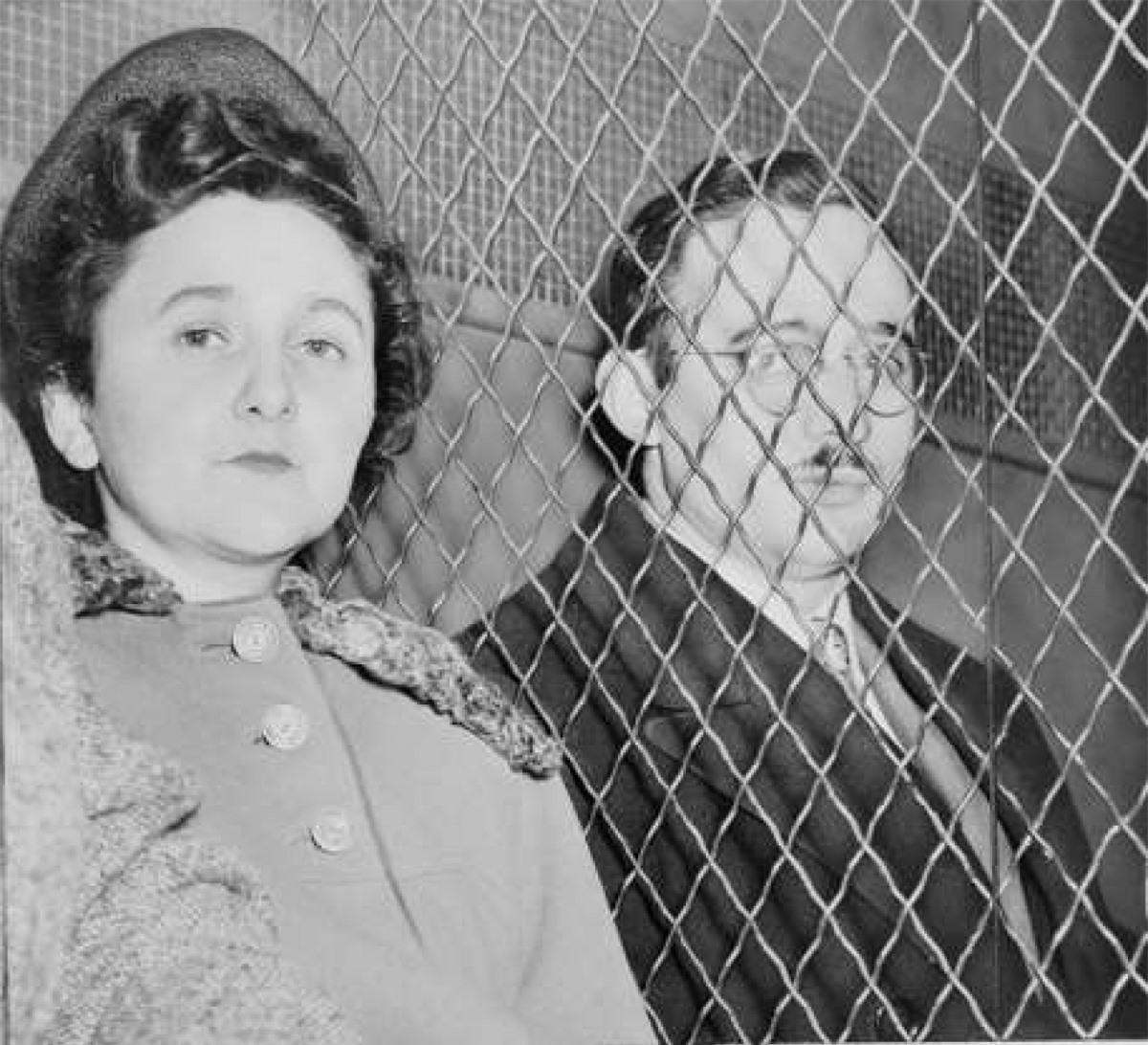 Julius (1917–1953) và Ethel (1916–1953) Rosenberg: Là những công dân Mỹ, gia đình Rosenberg bị cáo buộc cung cấp các thông tin tuyệt mật về công nghệ vũ khí cho Liên Xô trong suốt Chiến tranh Lạnh.
