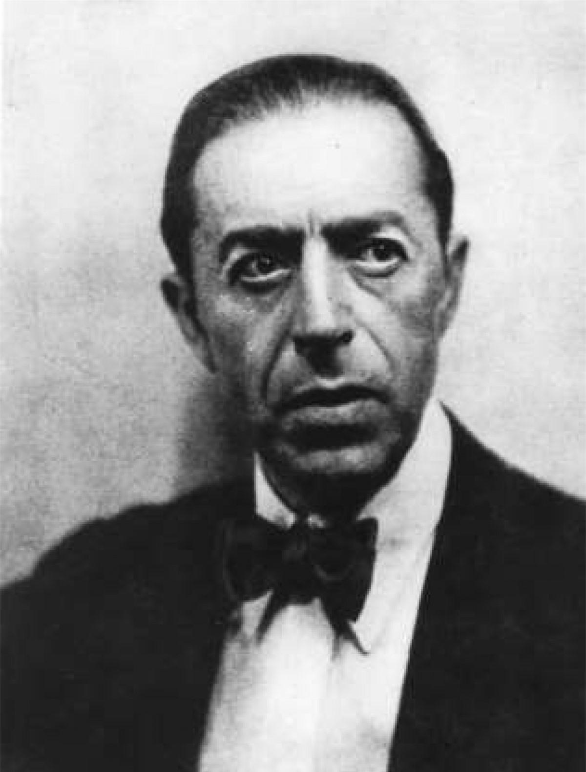 """Sidney Reilly (1873–1925): Sidney Reilly - một điệp viên người Anh sinh ra ở Nga được coi là nguyên mẫu của Điệp viên 007 và là """"siêu điệp viên"""" của thế kỷ 20. Ông từng làm trong Văn phòng Mật vụ Anh, tiền thân của MI6 ngày nay. Reilly bắt đầu các hoạt động gián điệp vào những năm 1890, sau đó bị Liên Xô bắt và bị xử tử năm 1925."""