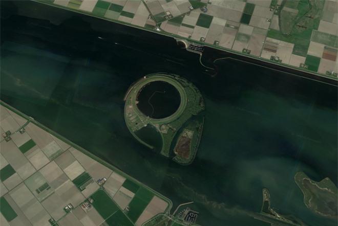 Từ di tích tới hình vẽ bí ẩn của người ngoài hành tinh: Những địa điểm cực dị và bí ẩn chỉ được thế giới biết đến kể từ khi... Google Maps ra đời - Ảnh 2.