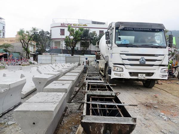 Sản xuất cấu kiện bê tông cốt thép lắp ghép phục vụ việc điều chỉnh tổ chức giao thông trên tuyến đường Ngô Quyền - Ngũ Hành Sơn