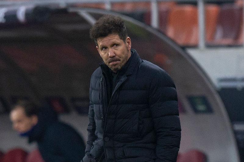 'Simeone đang bị 'thuần hóa' giống Wenger'