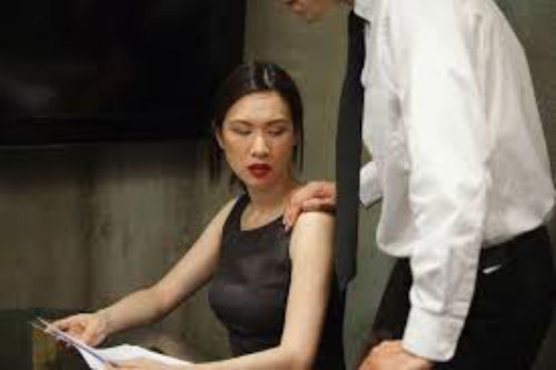 Chồng đi cùng đồng nghiệp và tình cờ gặp vợ nhưng lập tức quay ngoắt đi, cô bàng hoàng đến chết lặng rồi đưa ra quyết định đanh thép