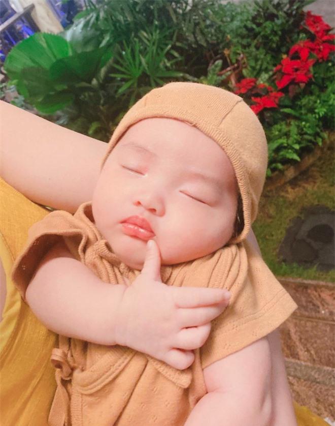 Gia đình Đông Nhi - Ông Cao Thắng và Phạm Quỳnh Anh hội ngộ, netizen chỉ chú ý đến Winnie vì chi tiết này! - Ảnh 4.