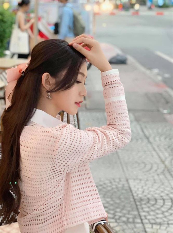 Nhan sắc đời thường đẹp khả ái của 'bản sao' hoa hậu Đặng Thu Thảo - ảnh 12