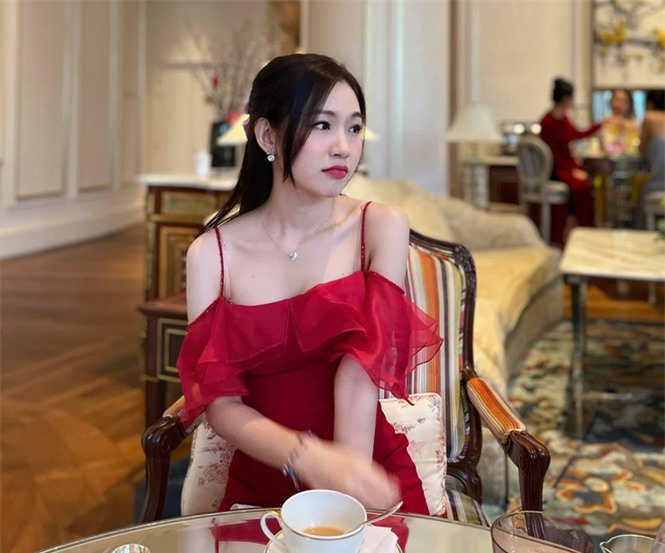 Nhan sắc đời thường đẹp khả ái của 'bản sao' hoa hậu Đặng Thu Thảo - ảnh 4