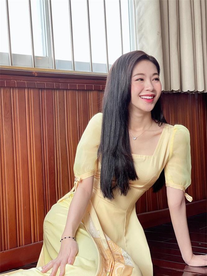 Nhan sắc đời thường đẹp khả ái của 'bản sao' hoa hậu Đặng Thu Thảo - ảnh 8