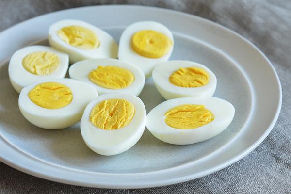 Ăn trứng vịt hay trứng gà tốt hơn?