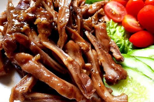 2 món đặc biệt ngon được chế biến từ tai lợn