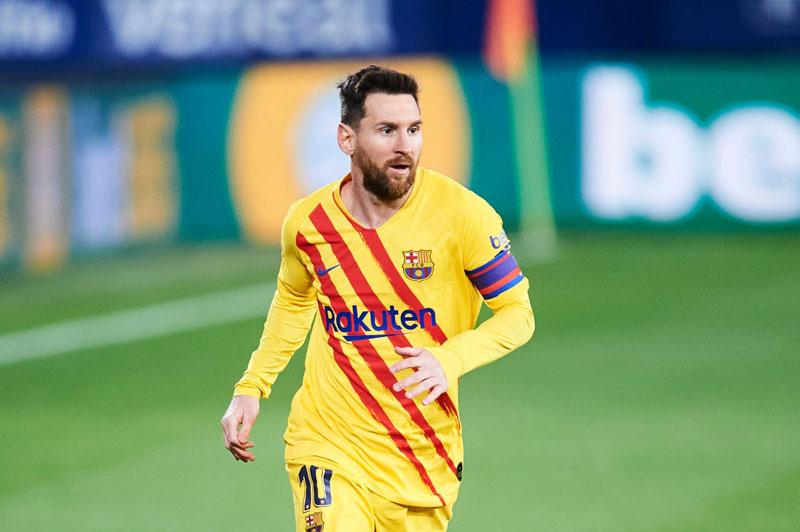 30% thành viên cho rằng Barca không cần giữ Messi