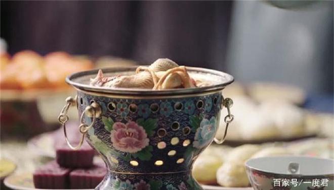 Vì sao cung nữ, thái giám không dám ăn đồ thừa của Hoàng đế?