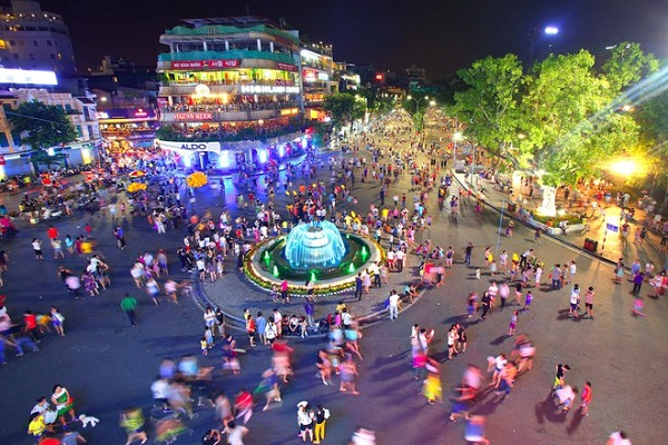 Hà Nội mở lại phố đi bộ Hồ Gươm từ ngày 12/3