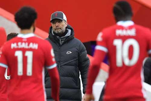 Liverpool là đương kim vô địch sa sút nhất lịch sử Premier League