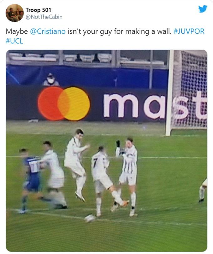 Pha tổ chức lập hàng rào lỗi của Juventus dẫn đến bàn thua trong hiệp phụ