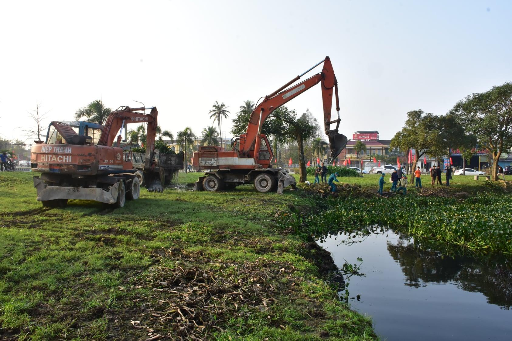 """Cán bộ và các tầng lớp nhân dân trên địa bàn tỉnh Thừa Thiên Huế hưởng ứng rất tốt chương trình Ngày Chủ nhật xanh """"Hãy hành động để Thừa Thiên Huế thêm Xanh - Sạch - Sáng""""."""