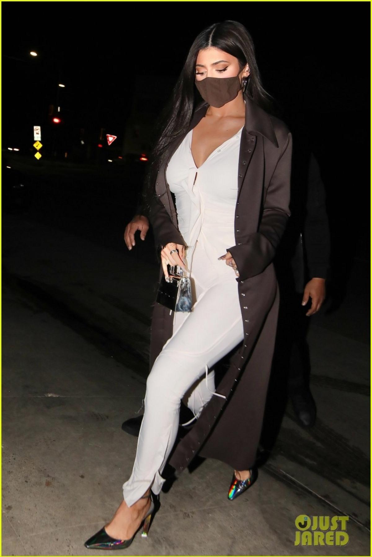 Kylie Jenner mới đây vướng nghi vấn tái hợp Travis Scott khi cả hai cùng nhau đi chơi trước đó.