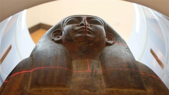 Mở quan tài rỗng trong bảo tàng, phát hiện xác ướp 2.600 tuổi - Ảnh 1.