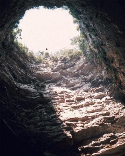 Hang này sâu gần 400m, là hang sâu thứ 2 ở Mexico và thứ 11 trên thế giới.