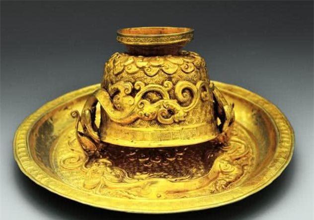Ngôi mộ địa chủ xa hoa bậc nhất Trung Quốc: Đội khảo cổ lọt vào hố vàng, đinh đóng quan tài cũng làm từ vàng ròng - Ảnh 3.