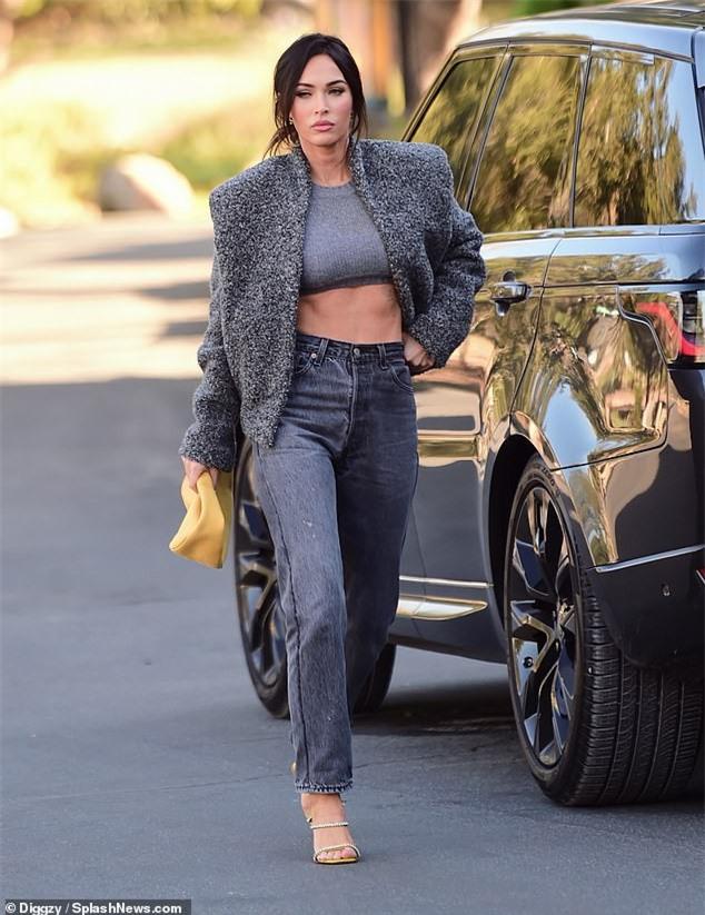 Megan Fox mặc cực sành điệu, khoe eo thon ra phố - ảnh 1