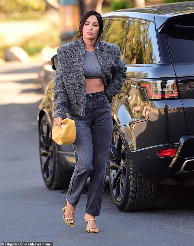 Megan Fox mặc cực sành điệu, khoe eo thon ra phố - ảnh 3