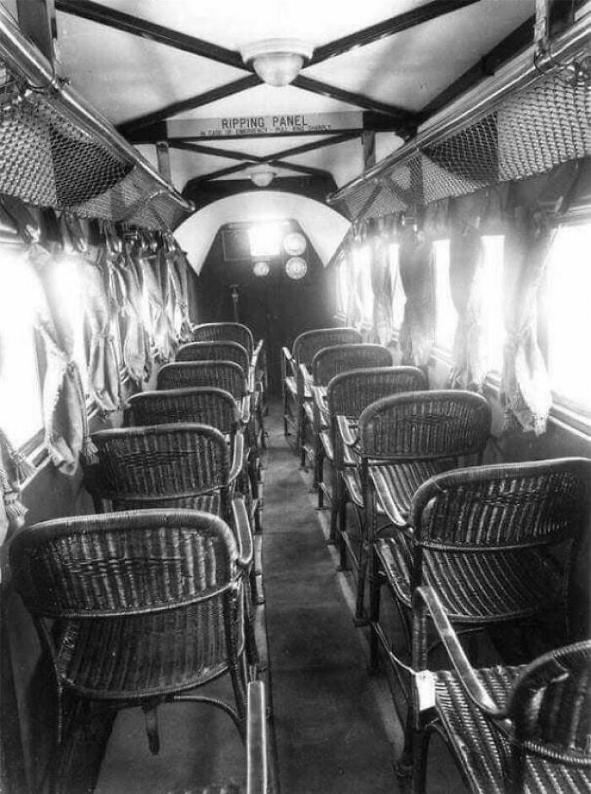 Bên trong một chiếc máy bay năm 1930.
