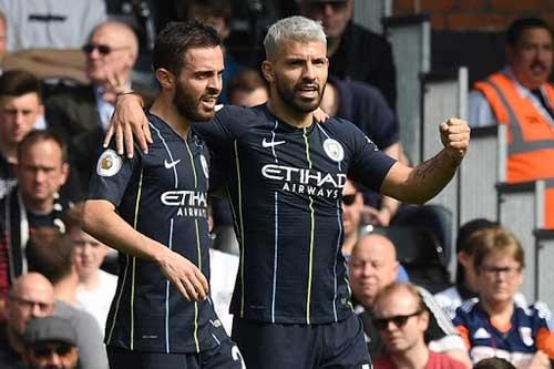 Sergio Aguero ghi bàn sau thời gian dài nghi thi đấu vì chấn thương.