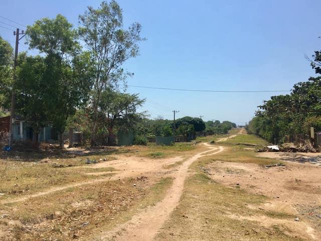 Quá thời hạn trên hợp đồng với khách hàng hơn 1 năm nhưng đến nay, khu vực thực hiện dự án có tên Galaxy Long Hải vẫn là bãi đất hoang.