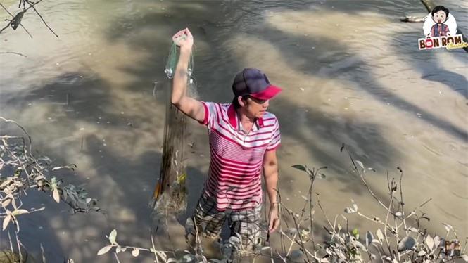 Hoài Linh lấm lem bùn đất, tự tay ra ao thả lưới bắt cá - ảnh 4