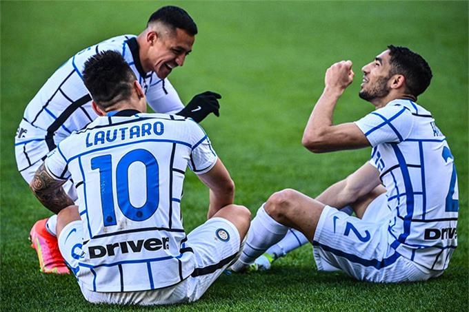 Hàng công Inter có một ngày năng suất