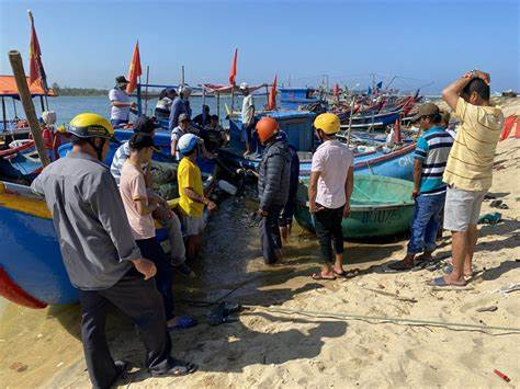 Quảng Bình hỗ trợ bà con ngư dân