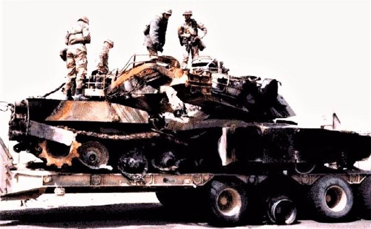 """""""Vỏ quýt dày có móng tay nhọn"""" - xe tăng vẫn là nạn nhân của các vũ khí chống tăng không ngừng được hoàn thiện; Nguồn: businessinsider.com."""
