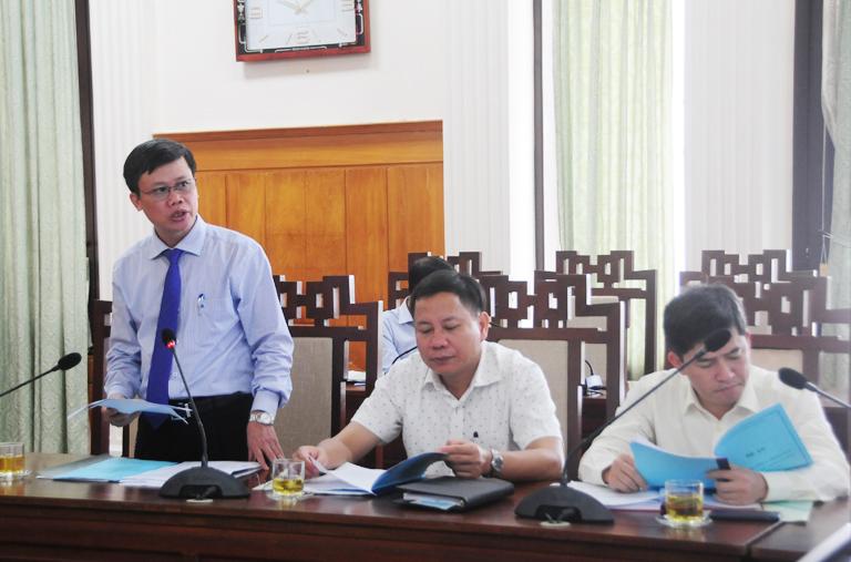 """Ông Hồ Thắng, Giám đốc Sở Khoa học và Công nghệ tỉnh Thừa Thiên Huế trình bày dự thảo Đề án xây dựng Thừa Thiên Huế trở thành """"Xứ sở Mai Vàng"""" của Việt Nam."""