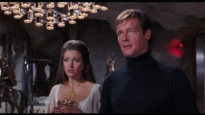 'Bond girl' Jane Seymour tuổi 70 trẻ đẹp ngỡ ngàng ở biển với áo tắm  - ảnh 8