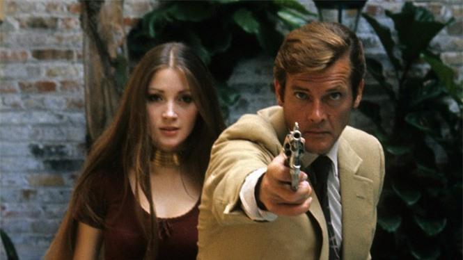'Bond girl' Jane Seymour tuổi 70 trẻ đẹp ngỡ ngàng ở biển với áo tắm  - ảnh 9