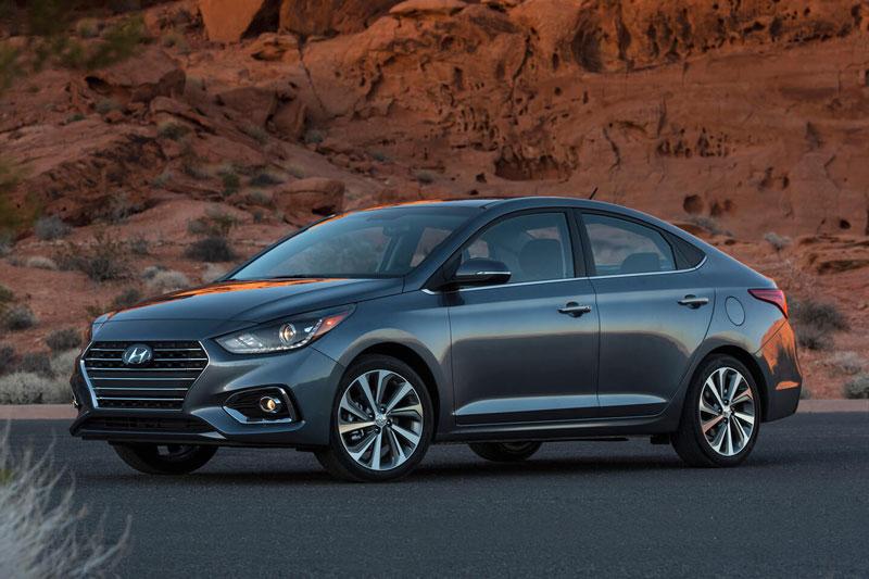 9. Hyundai Accent (giá khởi điểm: 15.395 USD).