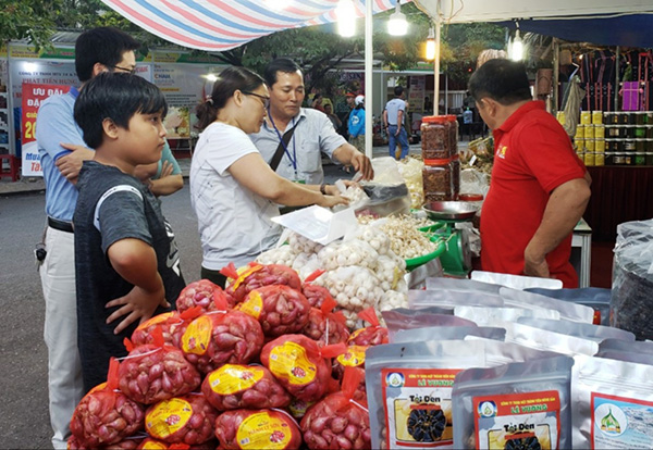 Hội chợ hàng nông sản tại huyện Hòa Vang (Đà Nẵng), nơi sẽ xây dựng Chợ Đầu mối Hòa Phước